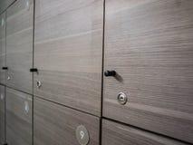 Coffrets de casiers dans un vestiaire Photographie stock libre de droits