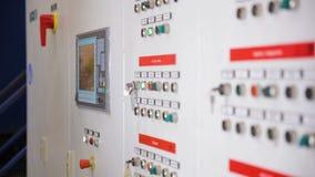 Coffrets de contrôle, affichages à une sous-station électrique à la centrale, usine clips vidéos