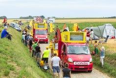Cofidis-Wohnwagen auf einem Kopfstein-Straßen-Tour de France 2015 Lizenzfreie Stockfotos