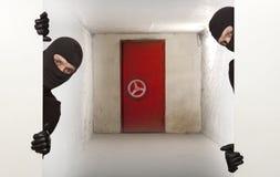 Cofre forte, assaltante, ninja fotos de stock