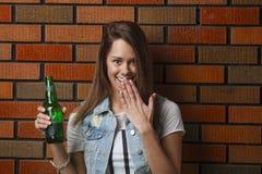 Cogido con una cerveza Fotos de archivo