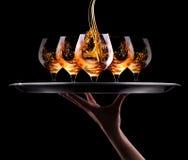 Cognac of brandewijn op een zwarte Stock Foto