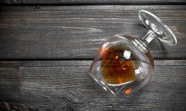 Cognac in een glas stock afbeelding