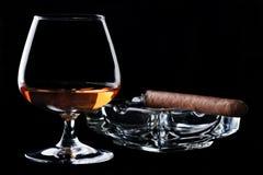 Cognac en sigaar royalty-vrije stock afbeeldingen