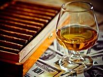 Cognac en sigaren stock afbeelding