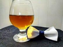 Cognac en vlinderdasje stock foto's