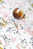 Cognac och leka kort Royaltyfria Foton