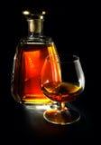 Cognac op een zwarte Royalty-vrije Stock Afbeeldingen