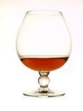 Cognacglas dat op wit wordt geïsoleerds Stock Foto