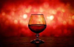 Cognacglas op een onscherpe achtergrond Royalty-vrije Stock Afbeeldingen