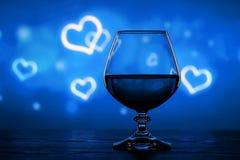 Cognacglas op een onscherpe achtergrond Stock Foto