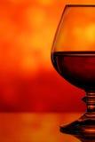 Cognacglas op een onscherpe achtergrond Royalty-vrije Stock Fotografie