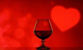 Cognacglas op een onscherpe achtergrond Stock Afbeelding