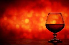 Cognacglas op een onscherpe achtergrond Royalty-vrije Stock Foto's