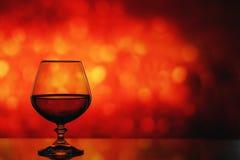 Cognacglas op een onscherpe achtergrond Stock Fotografie