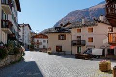 COGNE, ITALY/EUROPE - 26. OKTOBER: Straßenbild in Cogne Italien O lizenzfreie stockfotos