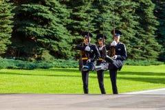 Cogodzinna zmiana gwardia prezydencka Rosja przy grobowem Niewiadomy żołnierz Fotografia Royalty Free