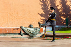 Cogodzinna zmiana gwardia prezydencka Rosja przy grobowem Niewiadomy żołnierz Zdjęcia Stock