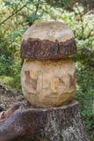 Cogumelo embutido no tronco da árvore imagens de stock