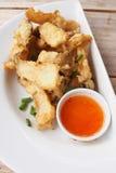 Cogumelo misturado fritado com molho de mergulho Foto de Stock Royalty Free