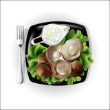 Cogumelos com molho em uma placa Imagem de Stock