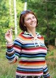 Cogumelos da colheita da mulher fotos de stock