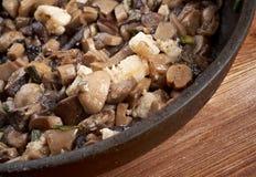 Cogumelos fritados deliciosos na bandeja Imagem de Stock