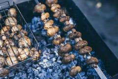 Cogumelos fritados na grade Fotos de Stock Royalty Free