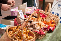 Cogumelos no mercado Fotos de Stock