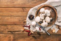 Cogumelos orgânicos frescos do cogumelo Imagem de Stock