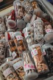 Cogumelos secados e ervas chineses usados para a medicina tradicional fotografia de stock