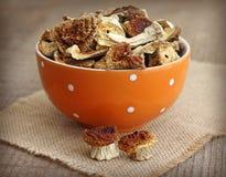 Cogumelos secados na bacia alaranjada Foto de Stock Royalty Free