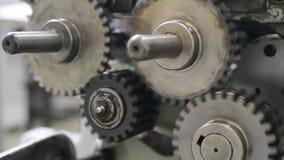 Cogwheel εργαλείων περιστρεφόμενη κινούμενη μεγάλη μηχανή απόθεμα βίντεο