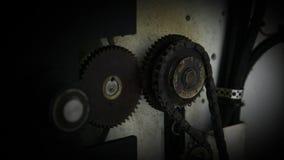 Cogwheel στον τοίχο με τα καλώδια απόθεμα βίντεο