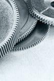Cogwheels машинного оборудования стального серого цвета на промышленном макросе предпосылки Стоковое Изображение