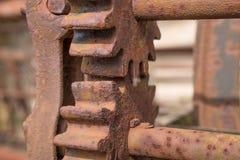 2 cogwheels на старой заржаветой машине Стоковое Изображение RF