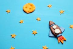 Cohete del ni?o del ni?o en espacio, aventura y ciencia Estrellas, y luna Arte de la plastilina, historieta fotografía de archivo
