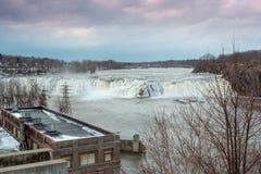 Cohoes, New York/Estados Unidos - janeiro 27, 2019: é uma cachoeira no rio do Mohawk foto de stock royalty free