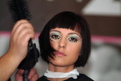 Coiffeur (coiffeur) avec le modèle image stock