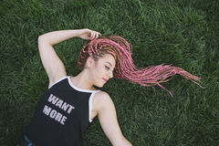 Coiffure de hippie de bel adolescent avec des tresses Image libre de droits