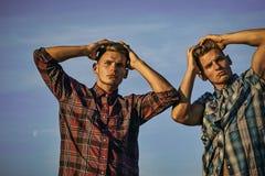 Coiffures du ` s d'hommes Mode pour les hommes, été photographie stock libre de droits