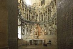 Coimbra Portugal, Juni 11, 2018: Inre av den gamla domkyrkan Royaltyfri Bild