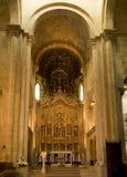 Coimbra Portugal, Juni 11, 2018: Inre av den gamla domkyrkan Arkivbild