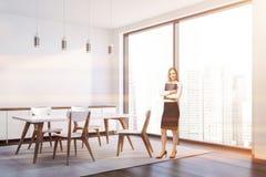 Coin élégant blanc de salle à manger, femme photos libres de droits