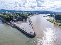 Coin allemand de monument historique de l'Allemagne de ville de Coblence où les rivières le Rhin et le mosele circulent ensemble  photographie stock