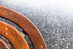Coin arrondi d'une chaise en bois Image libre de droits