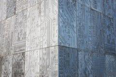 Coin concret gris du bâtiment, murs avec la puce comme patern photo libre de droits