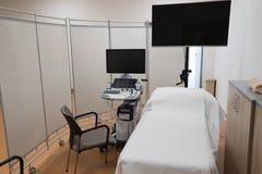 Coin d'?chographie, ordinateur d'examen par ultrasons - vrai centre de mani?re op?rationnelle images stock