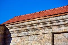 Coin d'un bâtiment en pierre images stock