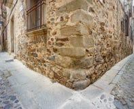 Coin en pierre dans la ville de Caceres photographie stock
